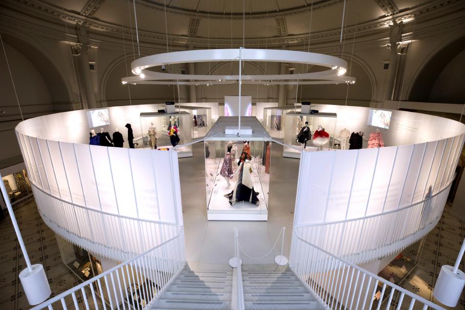 the design kollektiv - Balenciaga: Shaping Fashion, V&A, London
